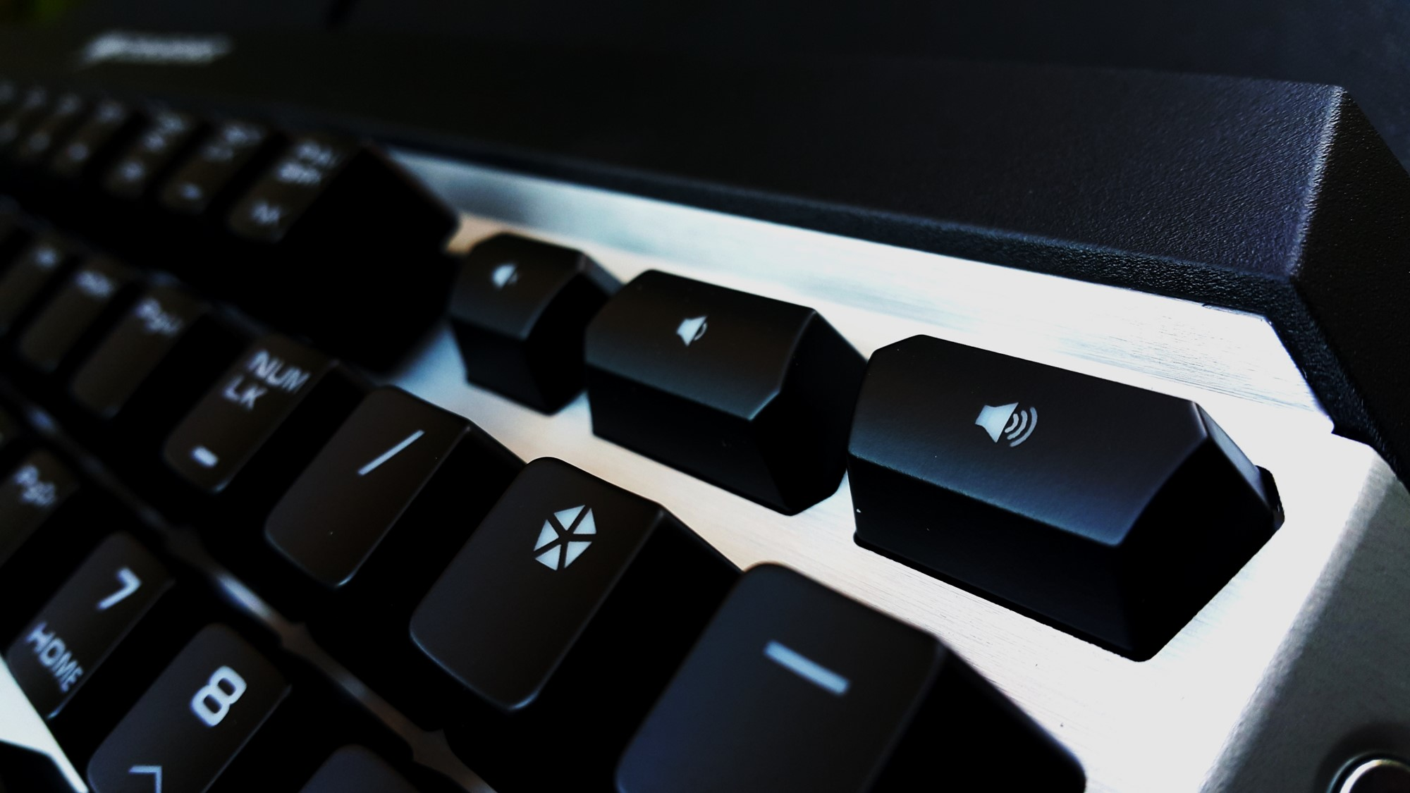 10- Cougar Attack X3 Mechanical Keyboard Volume Buttons