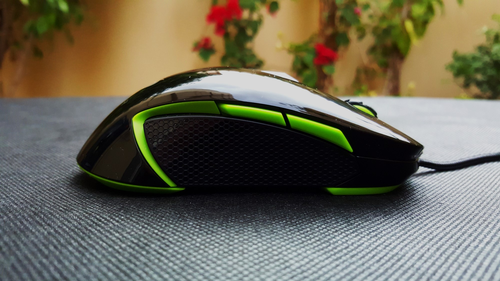6-Couger 450M Black Edition Gaming Mouse Right Side