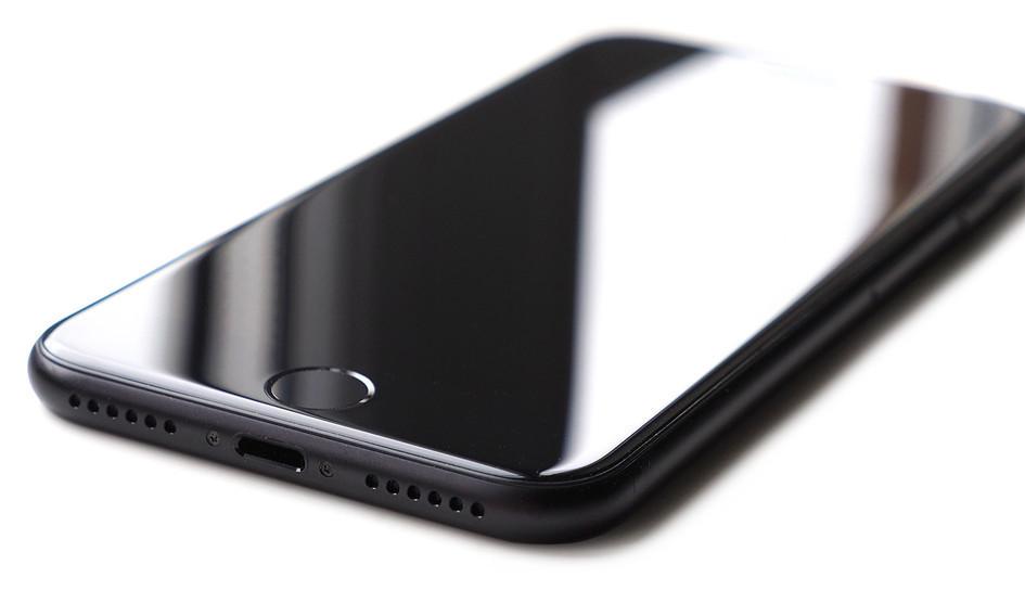 شركة Apple مع هاتف iPhone 8 الشاحن اللاسلكي