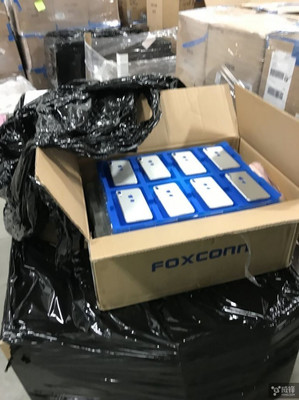 iPhone 8 من داخل Foxconn