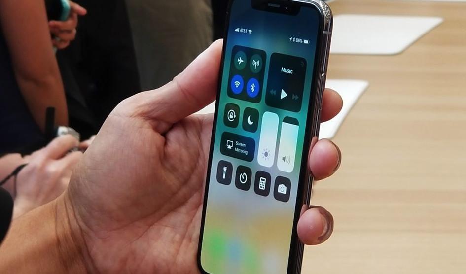 هاتف iPhone X الجديد سيتأخر..والسبب هو مستشعر بصمة الوجه !!
