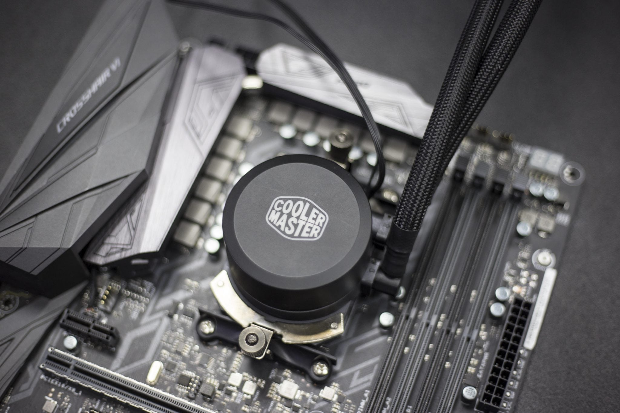 Cooler-Master-MasterLiquid-240L-RGB-AMD-RYZEN