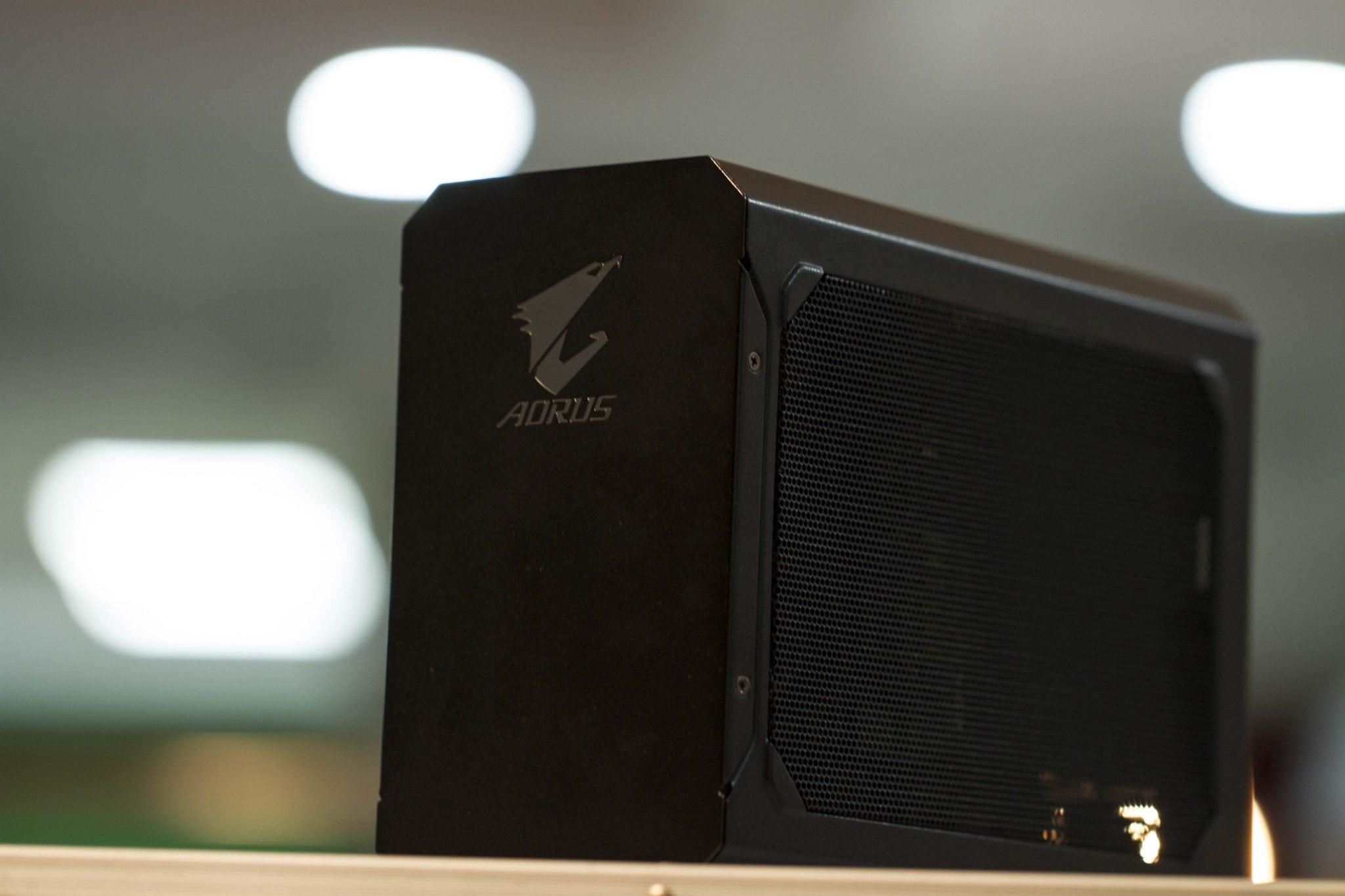 مراجعة صندوق البطاقة الخارجية AORUS GTX 1080 Gaming Box - عرب هاردوير