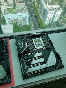 لوحة X399 الجديدة لمعالجات AMD ThreadRipper 2