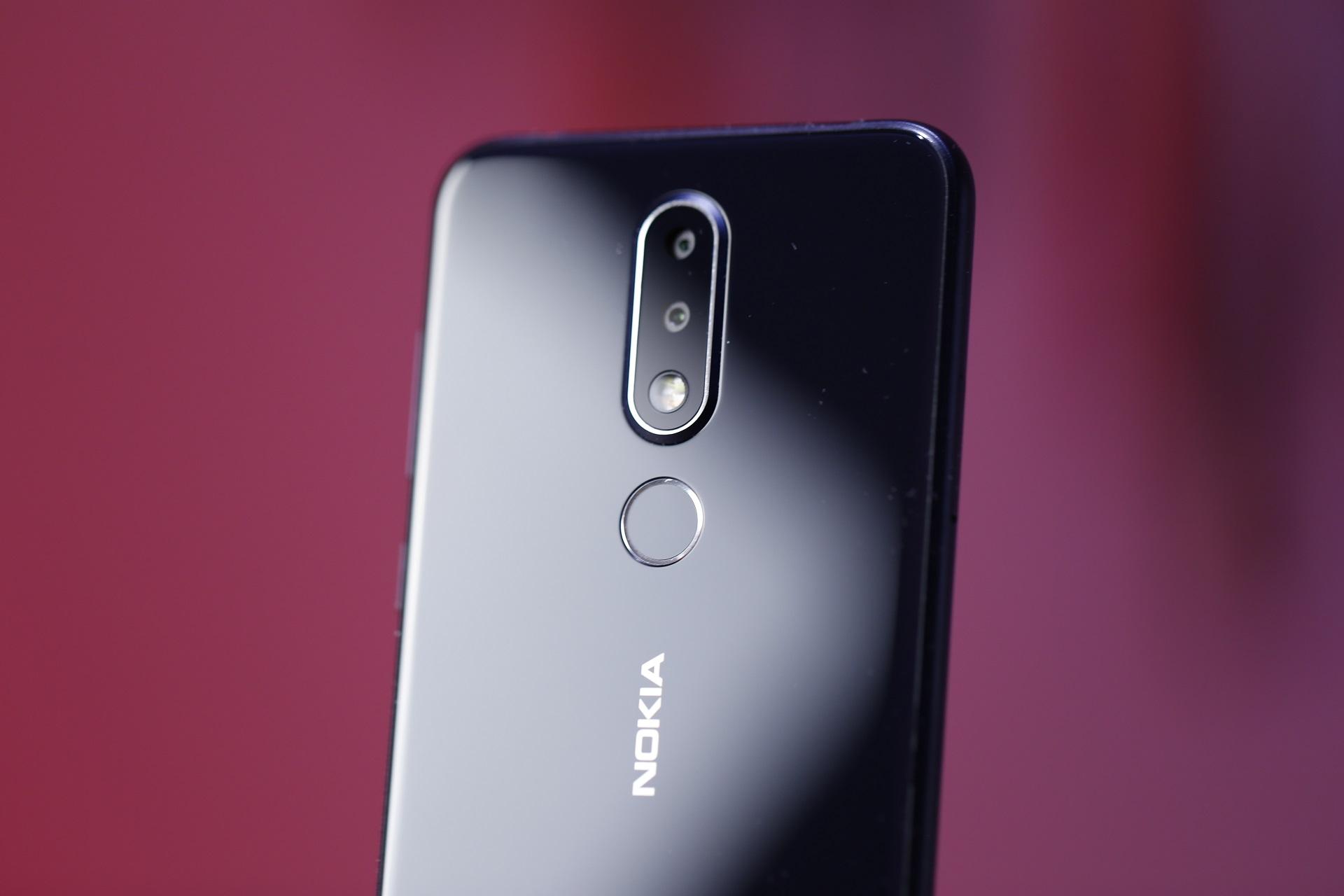مراجعة هاتف Nokia 6.1 Plus (X6) من الفئة الاقتصادية - التصميم والشاشة