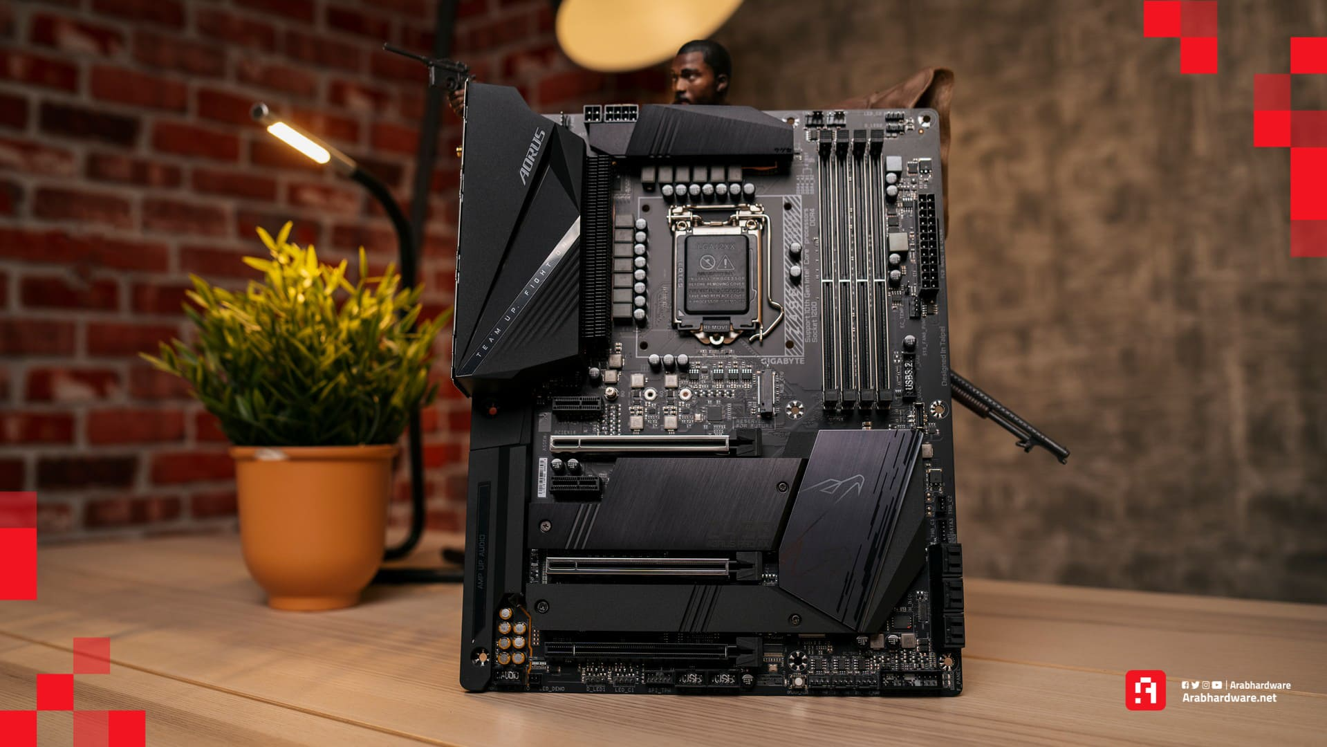 Z490 AORUS من شركة Gigabyte ، مع Unboxing عرب Intel انتل جيجابايت