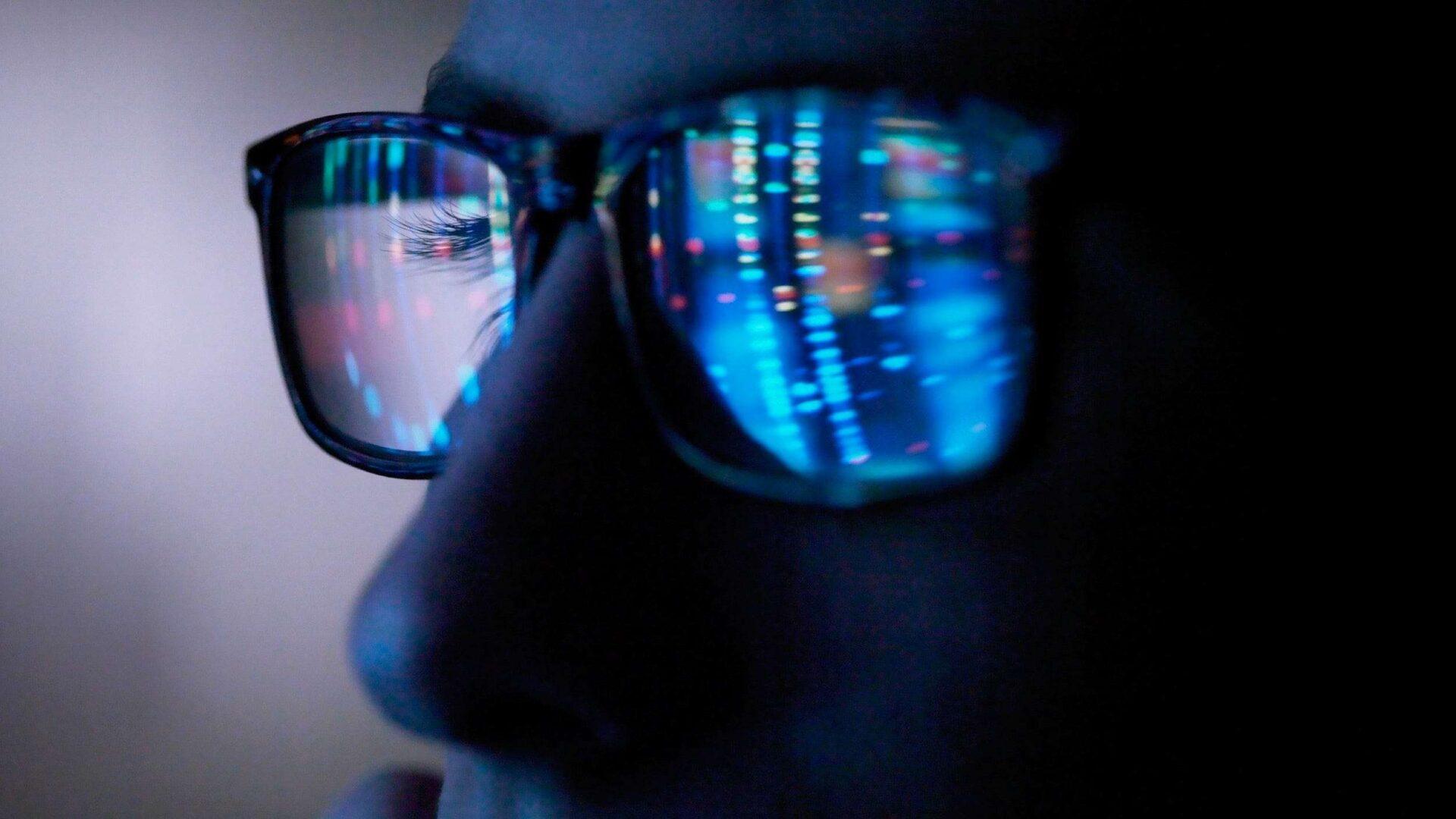 أضرار الضوء الأزرق في شاشة الكمبيوتر