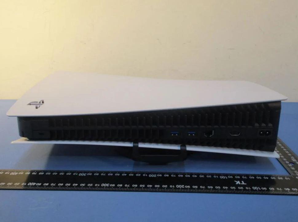 Photo of بصور تظهر لأول مرة..PS5 عملاق و أكبر منصة حجماً في التاريخ الحديث!