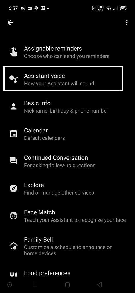 """قم بإختيار """"Assistant Voice""""."""
