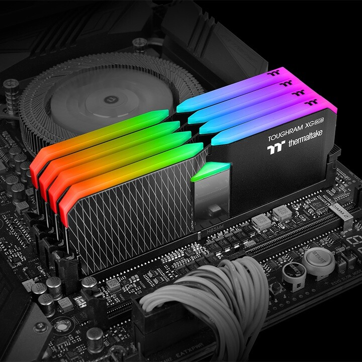 ثيرمالتيك تعلن عن ذواكر ToughRAM XG بإضاءة RGB وتردد يصل إلى 4600MHz