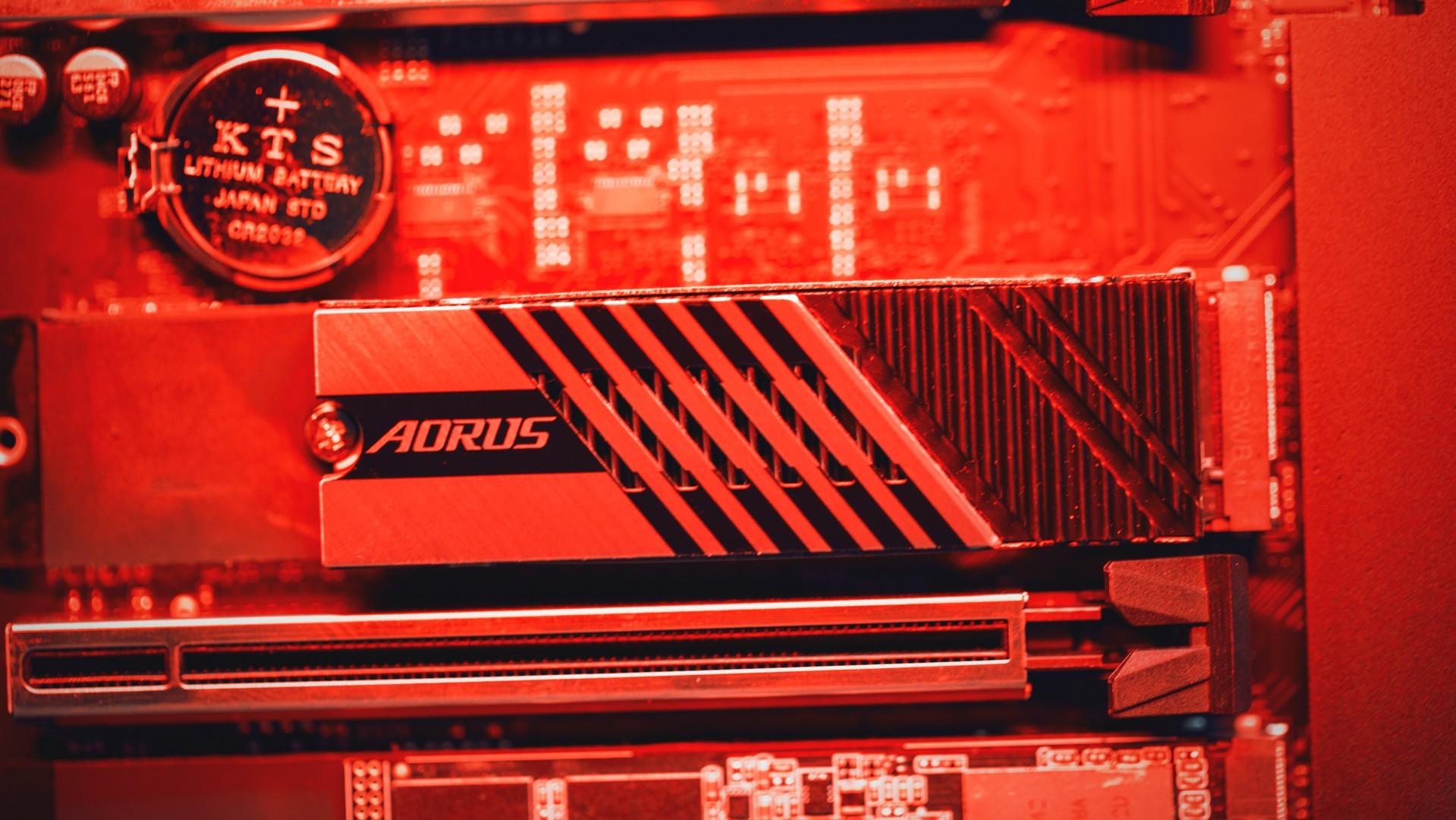 وحدة Gigabyte Aorus 7000S SSD 5