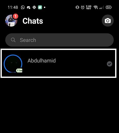 قم بفتح التطبيق واختر المحادثة التي تريدها